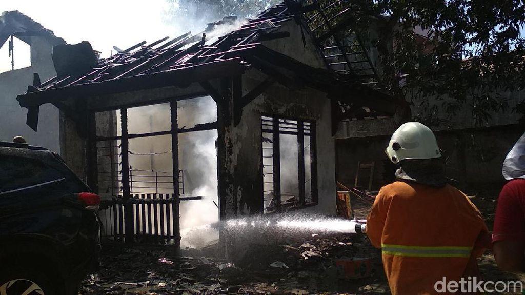 Kebakaran di Kantor Dinas Rembang, Seorang Staf Dilarikan ke RS