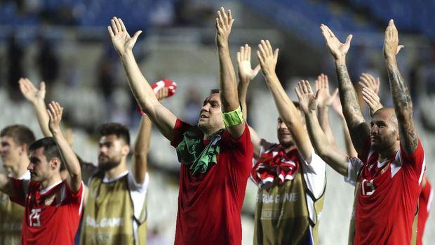 Rusia menang telak 5-0 atas Siprus.