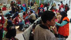 Bupati Luwu Timur Jemput Warganya yang Mengungsi dari Wamena di Makassar