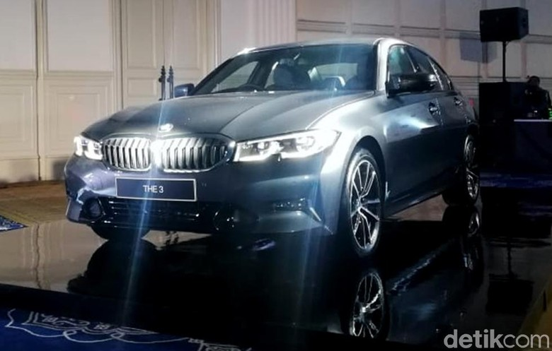 BMW Seri 3 Terbaru Rakitan Indonesia. Foto: Rizki Pratama