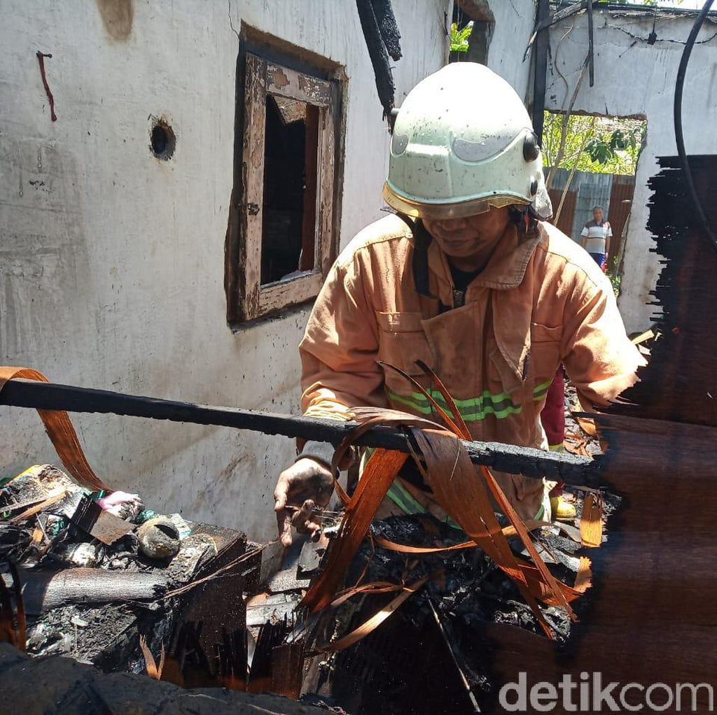 Sempat Terjebak di Rumah Saat Kebakaran, Seorang Balita Diselamatkan PMK