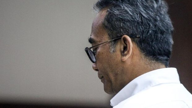 Mantan Dirut PLN Nur Pamudji menjalani sidang lanjutan kasus korupsi. Ia didakwa jaksa melakukan korupsi dalam pengadaan BBM jenis High Speed Diesel (HSD).