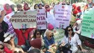 Resah dengan Kondisi Bandung, Ibu-ibu Gelar Aksi Damai di Balai Kota
