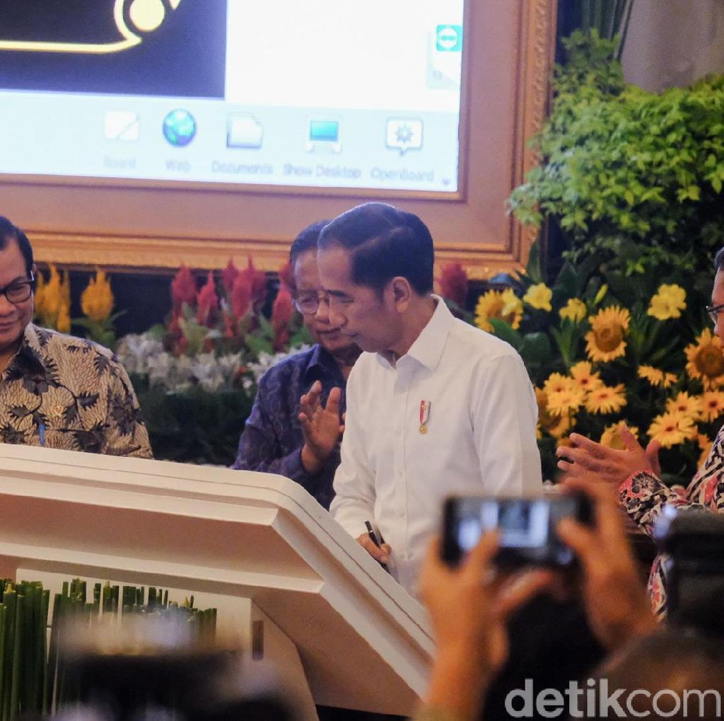 Tol Langit Diresmikan, Jokowi Singgung Pohon WhatsApp