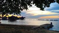 Pulau Ayer juga menjadi spot untuk melihat sunset hingga mancing dan team building. Jogging di sini juga asyik (dok Pulau Ayer)