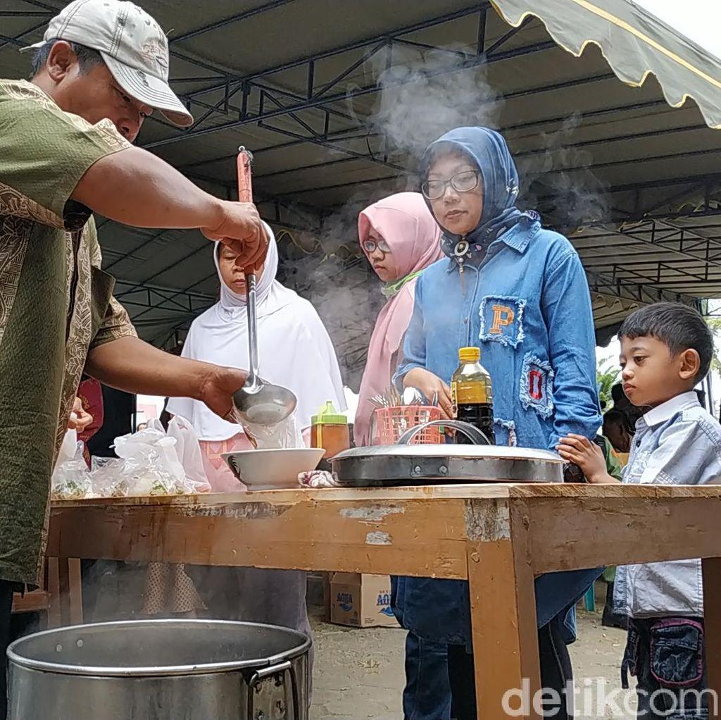 Pilkades Serentak Pacitan, TPS Ini Sediakan 2.300 Bakso Gratis untuk Pemilih
