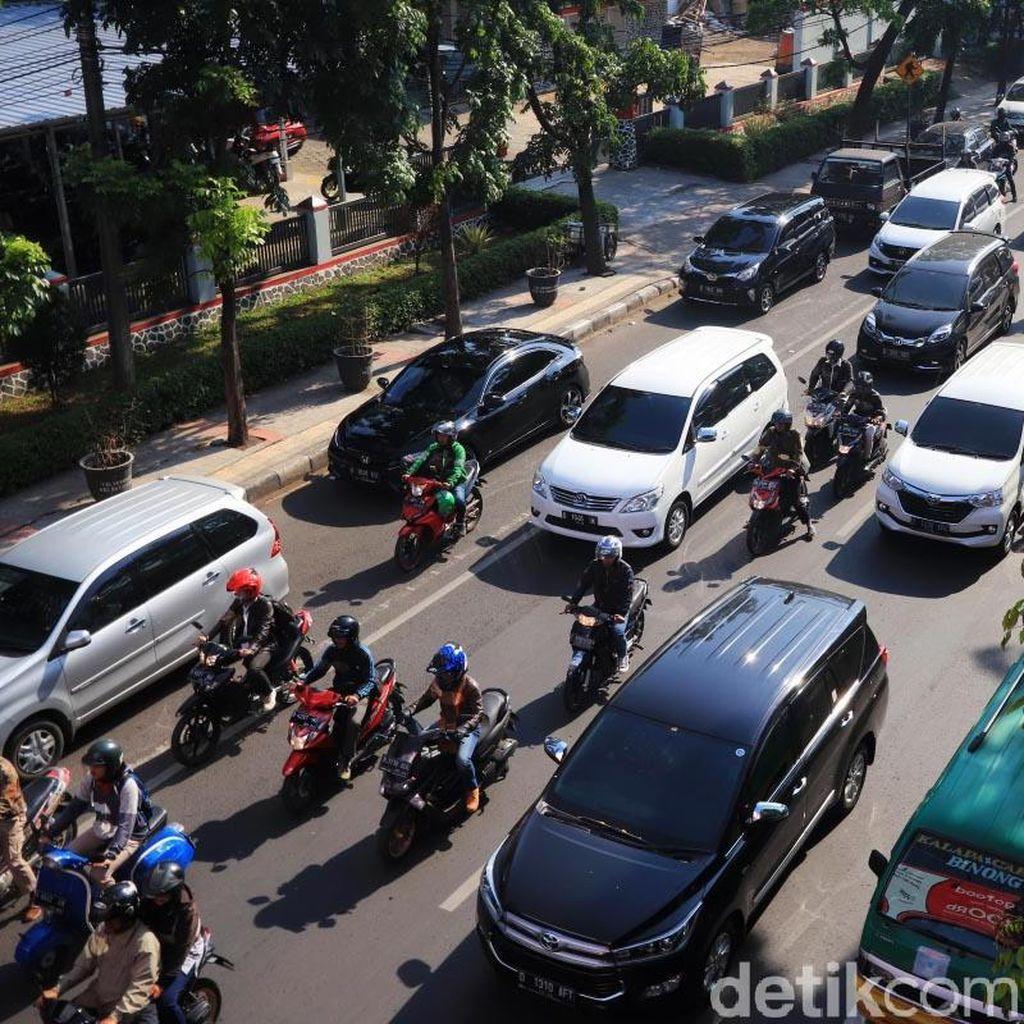Potret Kemacetan Jalan Jakarta di Pagi Hari