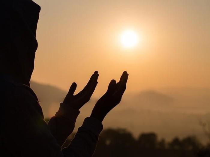Doa Ketenangan Hati agar Tidak Sedih dan Diberi Kemudahan/Foto: iStock
