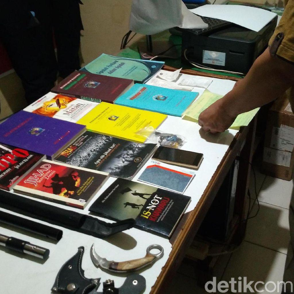 Densus 88 Amankan Terduga Teroris Satu Jaringan dengan Penusuk Wiranto