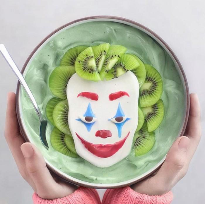 Seperti pada semangkuk smoothie ini. Di atasnya dihias dengan tampilan Joker lengkap dengan buah kiwi sebagai rambutnya. Foto: Instagram