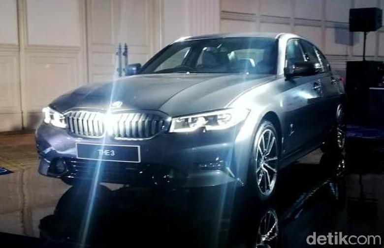 BMW Seri 3. Foto: Rizki Pratama