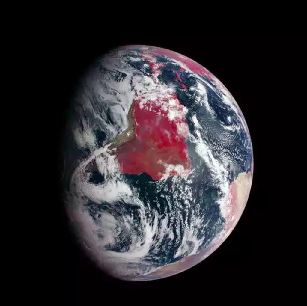 10 Foto Terbaik yang Buktikan Bumi Itu Bulat, Bukan Datar