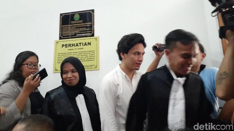 Foto: Sidang kasus narkoba Jefri Nichol ditunda. (Yulida-detikcom)