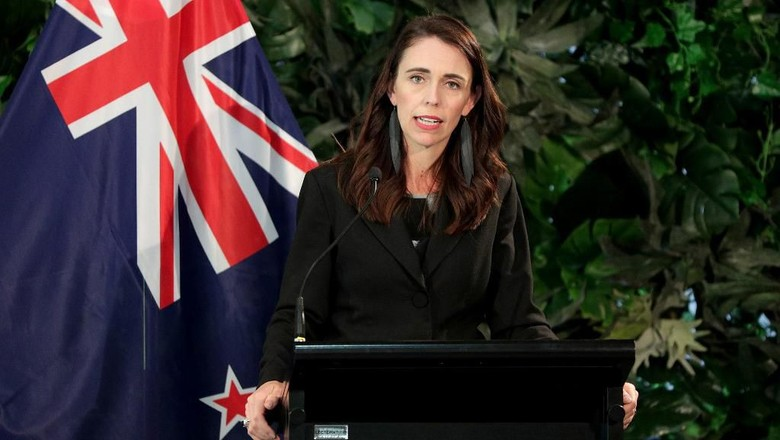 New Zealands Prime Minister Jacinda Ardern (R) speaks during a joint press conference with the leader of the Neterlands at Government House in Auckland on October 8, 2019. (Photo by DAVID ROWLAND / AFP)