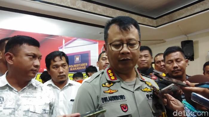 Kapolretabes Makassar, Kombes Wahyu Dwi Ariwibowo saat rilis kasus penyerangan pemuda di Rappocini, Makassar, Senin (14/10/2019) Foto: Hermawan M-detikcom