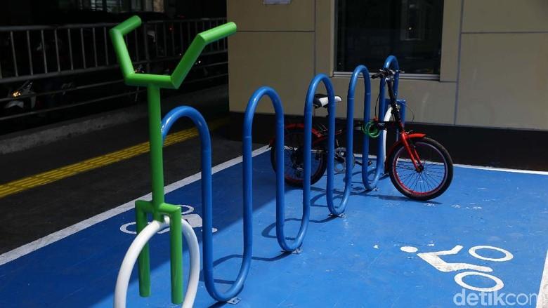 Asyik! Parkir Sepeda Sudah Tersedia di Stasiun MRT Cipete