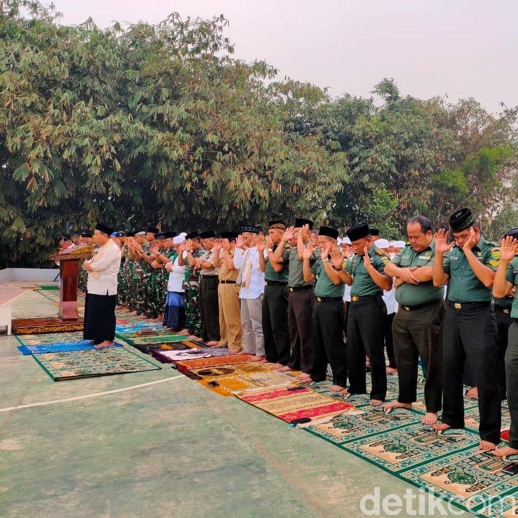 TNI dan Santri di Palembang Salat Minta Hujan Pasca Kabut Asap Pekat
