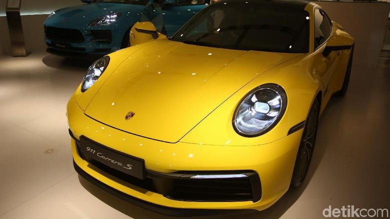 Porsche 911 Carrera Foto: Agung Pambudhy