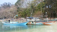 Kalau berangkat dari Pulau Harapan yang biasanya menjadi tempat menginap, Pulau Bulat cukup mudah dicapai. Traveler bisa menyewa kapal dan berlayar sekitar 15 menit hingga Pulau Bulat (Kurnia/detikcom)