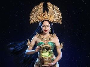 Jolene Marie Pakai Kostum Nasional Dewi Rengganis untuk Miss International