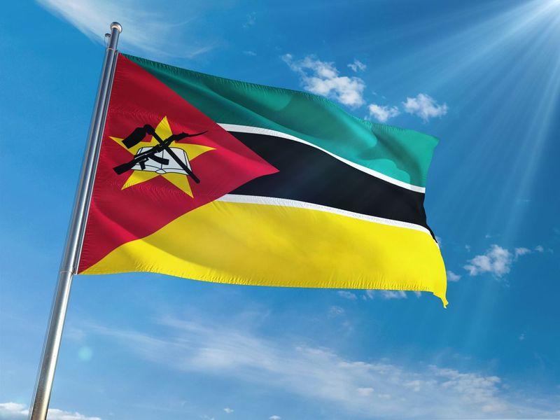 Negara Mozambik di Afrika punya gambar senjata modern AK-47 (iStock)