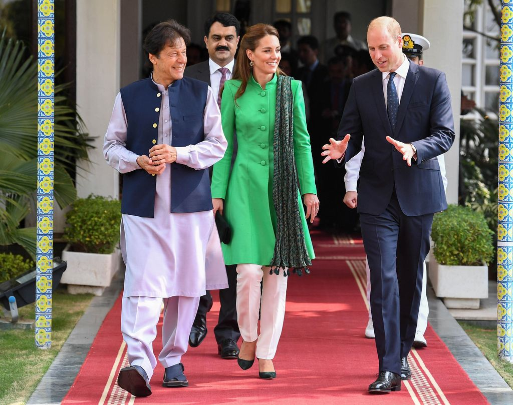 ISLAMABAD, PAKISTAN - OCTOBER 15: Prince William, Duke of Cambridge and Catherine, Duchess of Cambridge meet with the Prime Minister of Pakistan, Imran Khan at his official residence on October 15, 2019 in Islamabad, Pakistan. (Photo by Andrew Parsons-Pool/Getty Images)