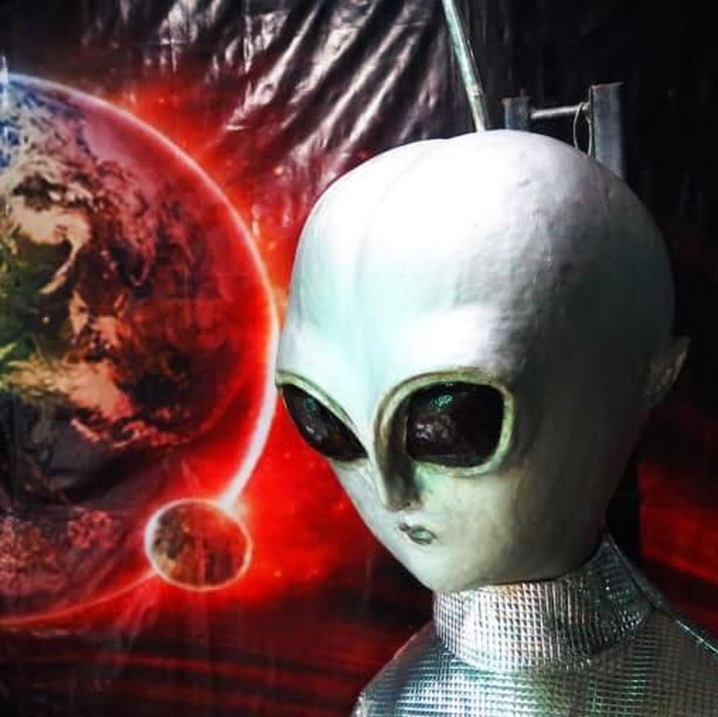 Geger Alien di Bukit Buddha