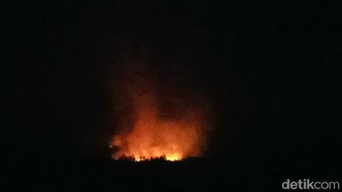 Kebakaran di area Panji Laras, Gunung Ringgit/Foto: Muhajir Arifin