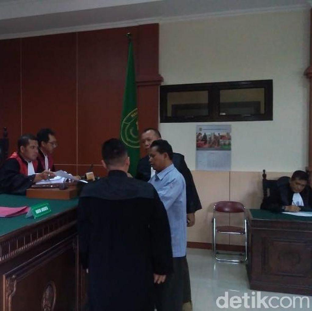 Suami Korban Mutilasi Menangis Saat Bersaksi di Pengadilan