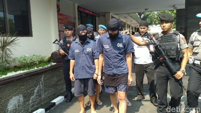 Foto: Pelaku penipuan dibekuk polisi (Sachril-detik)
