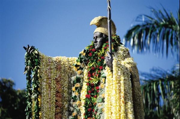Paiea pun mengganti nama menjadi Kamehameha. Dalam bahasa setempat, Kamehameha punya arti yang kesepian (gohawaii.com)
