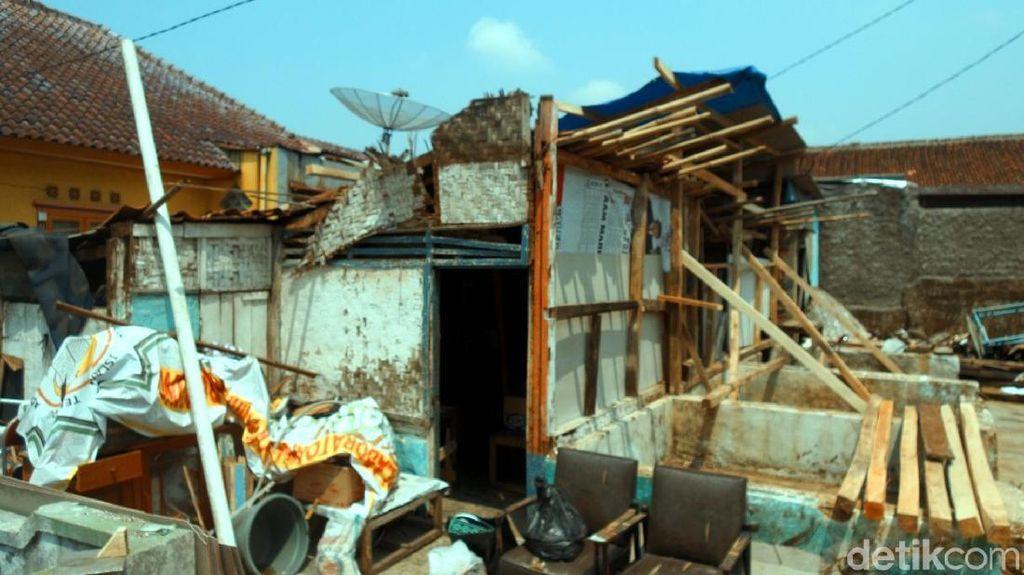 Rumah Ambruk di Kota Sukabumi, 1 Penghuni Terluka