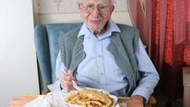 Capai Usia 107 Tahun, Kakek Ini Ungkap Rahasia Umur Panjangnya