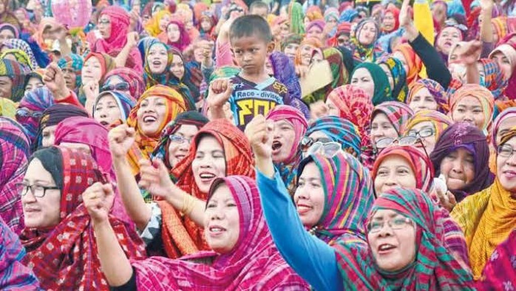 Selain Bima, Pawai Pakaian Adat di Dompu Juga Sabet Rekor MURI