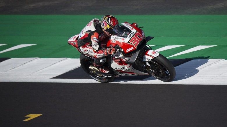 NORTHAMPTON, ENGLAND - AUGUST 24: Takaaki Nakagami of Japan and LCR Honda Idemitsu heads down a straight during the MotoGp Of Great Britain - Qualifying at Silverstone Circuit on August 24, 2019 in Northampton, England. (Photo by Mirco Lazzari gp/Getty Images)