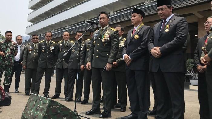 Jenderal Andika Perkasa (Tengah) (Foto: Rolando/detikcom)