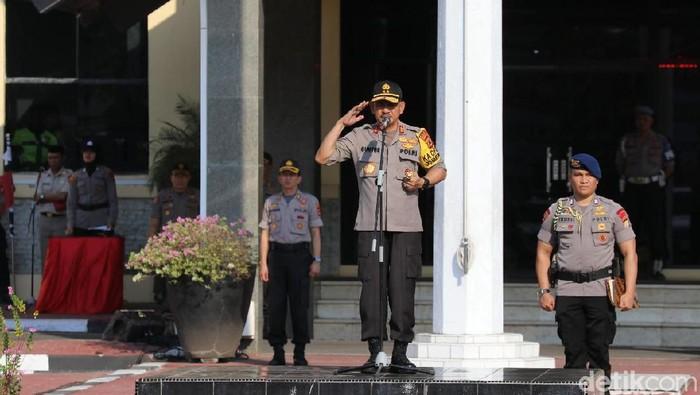 Foto: Kapolda Sulsel Irjen Mas Guntur Laupe memimpin apel patroli gabungan pengamanan pelantikan presiden di Makasar (Hermawan-detik)