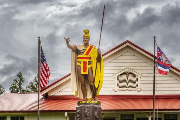 Bagi masyarakat Hawaii, Kamehameha sangat dihormati. Ada banyak patung Kamehameha di sana seperti di Honolulu, Kohala, dan Hilo. Bahkan di National Statuary Hall di Kota Washington DC, AS juga ada (iStock)