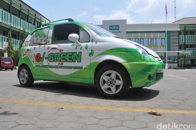 Mobil listrik buatan siswa SMK NU Maarif Kabupaten Kudus. Foto: Akrom Hazami