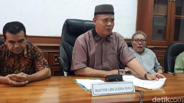 Rektor UIN Suska Akhmad Mujahidin