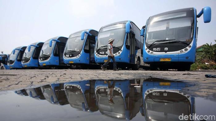 Bus TransJakarta dengan merek asal China, Zhong Tong kembali beroperasi sejak Jumat (11/10). Bus ini melayani koridor 1 TransJakarta Blok M-Kota.