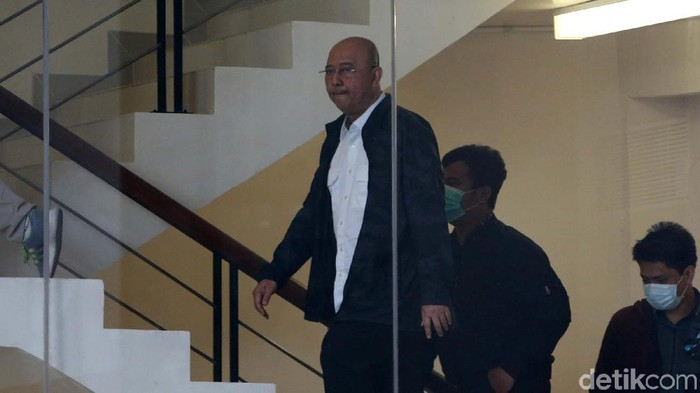 Wali Kota Medan Dzulmi Eldin yang terjaring operasi tangkap tangan (OTT) tiba di gedung KPK. (Ari Saputra/detikcom)