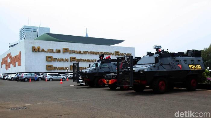 Pelantikan Presiden dan Wakil Presiden Terpilih akan digelar pada Minggu (20/10) mendatang. Pengamanan pun diperketat, salah satunya di gedung DPR, Senayan.
