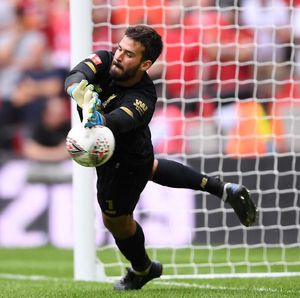 Sudah Latihan Normal, Alisson Comeback Lawan MU?