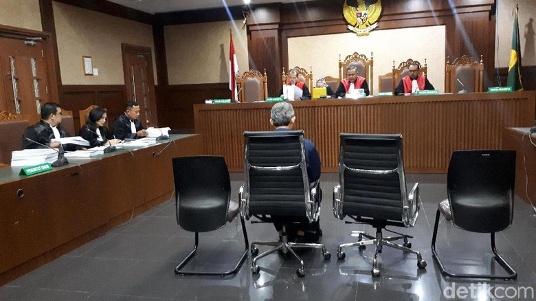 Eks Direktur Krakatau Steel Dituntut 2 Tahun Penjara