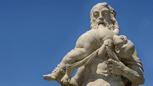 Patung Raksasa Pelahap Anak-anak yang Misterius di Swiss
