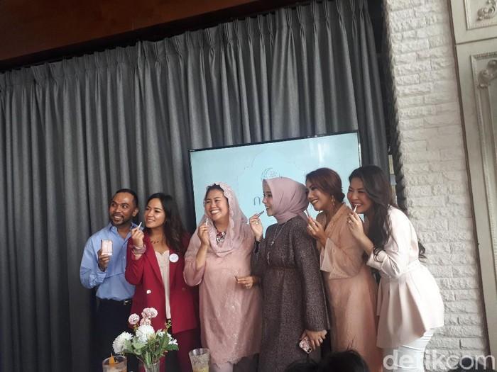 Yenny Wahid saat peluncuran lipstik Mora. Foto: Rahmi Anjani/Wolipop