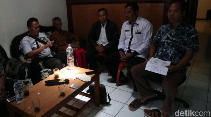 Mediasi antara kedua belah pihak yang berujung damai. (Foto: Syahdan Alamsyah/detikcom)