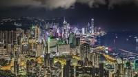Tamas juga hobi fotografi. Dia gemar mengabadikan lanskap gedung pencakar langit Hong Kong yang berwarna-warni karena gemerlap lampu. (Tamas Rizsavi/Facebook)