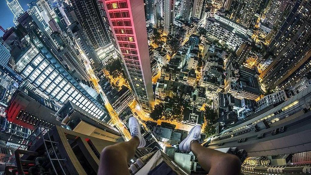 Menantang Maut di Atas Gedung Pencakar Langit Hong Kong